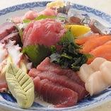 たまや名物!おやじ盛り! 日替わり鮮魚が9~10種類!