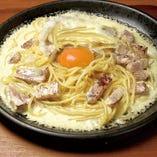 厚切りベーコンと黄卵のカルボナーラ生パスタ