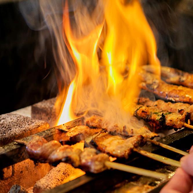 串焼きは遠赤外線効果の高い備長炭で
