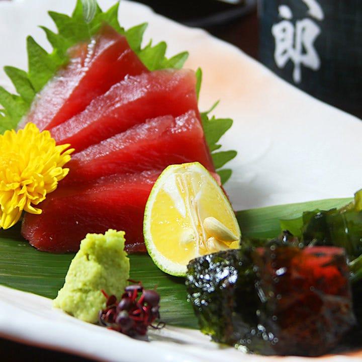 """当店のコースでは、""""岡山中央市場直送""""鮮魚のお造りを提供"""