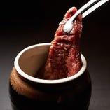 【壺漬けカルビ】 自家製の醤油ダレが美味しさの決め手!