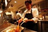 「予約が取れない料理教室」著者でも有名な 加藤政行シェフ。