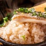 鯛と出汁の旨味が凝縮された鯛めしはオープン以来の名物メニュー