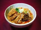 排骨(パーコー)坦々麺 ボリューム満点の豚肉の唐揚げを使った一品