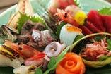 沼津魚市場から仕入れた、新鮮な魚介類を使用!