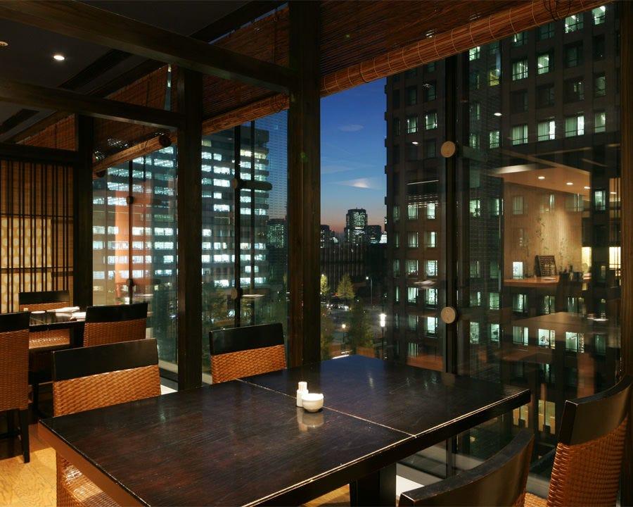 東京の洗練された光が艷やかな時間を演出。ご接待やデートに最適