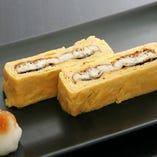 鰻の蒲焼きをトロリと半熟仕上げの卵で巻いたう巻は絶品。