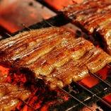 ご注文後に白焼・蒸し・焼きと丁寧かつ絶妙に仕上げる鰻。