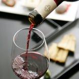 前川の鰻との相性を考え寄りすぐられたスペイン産のワイン。