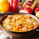 スペインで愛されるパスタのパエリア「フィデワ」も人気