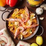 バレンシア米を旨味たっぷりのスープで炊き上げるパエリア