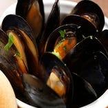 大あさりとムール貝のマリナーラ仕立ては女性に人気の一品です。