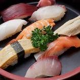 鮮度抜群の魚介を味わうなら、寿司もおすすめ
