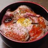 ランチ限定の『ローストビーフ丼』は必食!