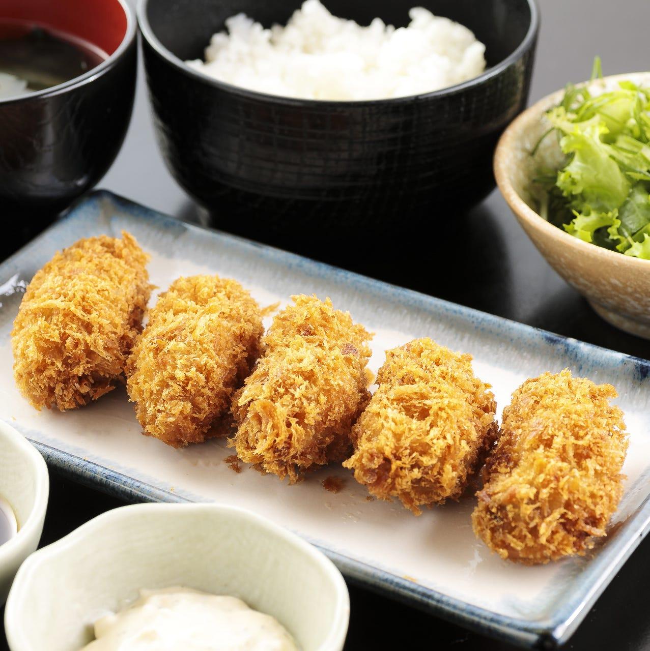 大粒のカキを使用したカキフライ定食950円!
