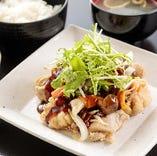 若鶏の唐揚げと野菜の黒酢和え