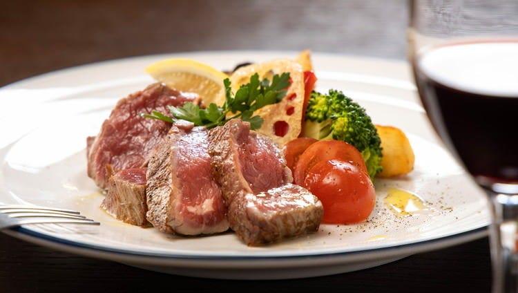 牛一頭から少量しかとれない貴重なフィレ肉を使ったステーキ