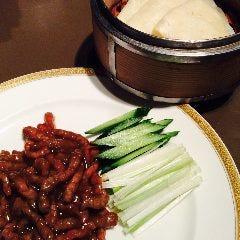 牛肉の味噌炒めクレープ包み