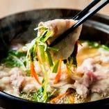 豚肉で野菜を巻いて食べるのが美味。