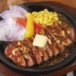 鉄板にしたたる美味しい肉汁。