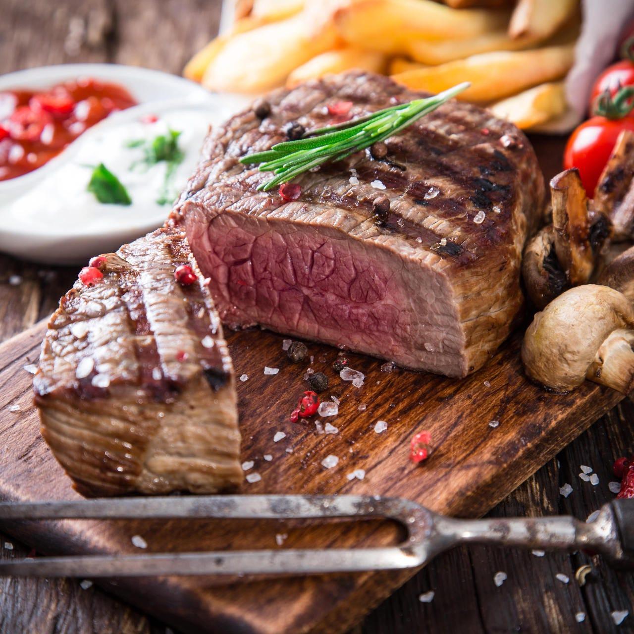自慢のお肉料理が目白押し!