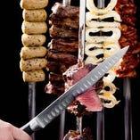 シュラスコにローストビーフ等メインが肉料理飲み放題コース♪