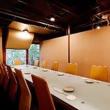 ご接待向き★最大11名様用の落着いた個室。専用窓付き。