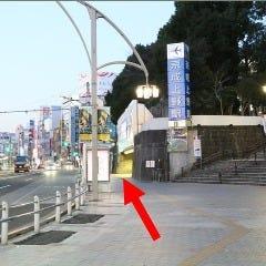 ⑤京成上野駅の通りをまっすぐ100mほど進みます。
