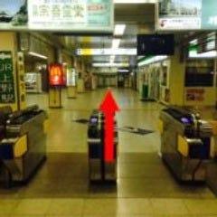①京成上野駅改札を出てまっすぐ30mほど進みます。