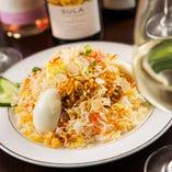 日本では知名度低いビリヤニ。お祝いの席の炊き込みご飯。白ワインと。