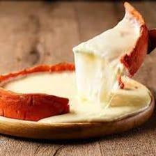 チーズの洪水が溢れ出すシカゴピザ