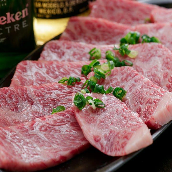 きめ細やかなサシが特徴的な黒毛和牛。極上の味わいをぜひ!