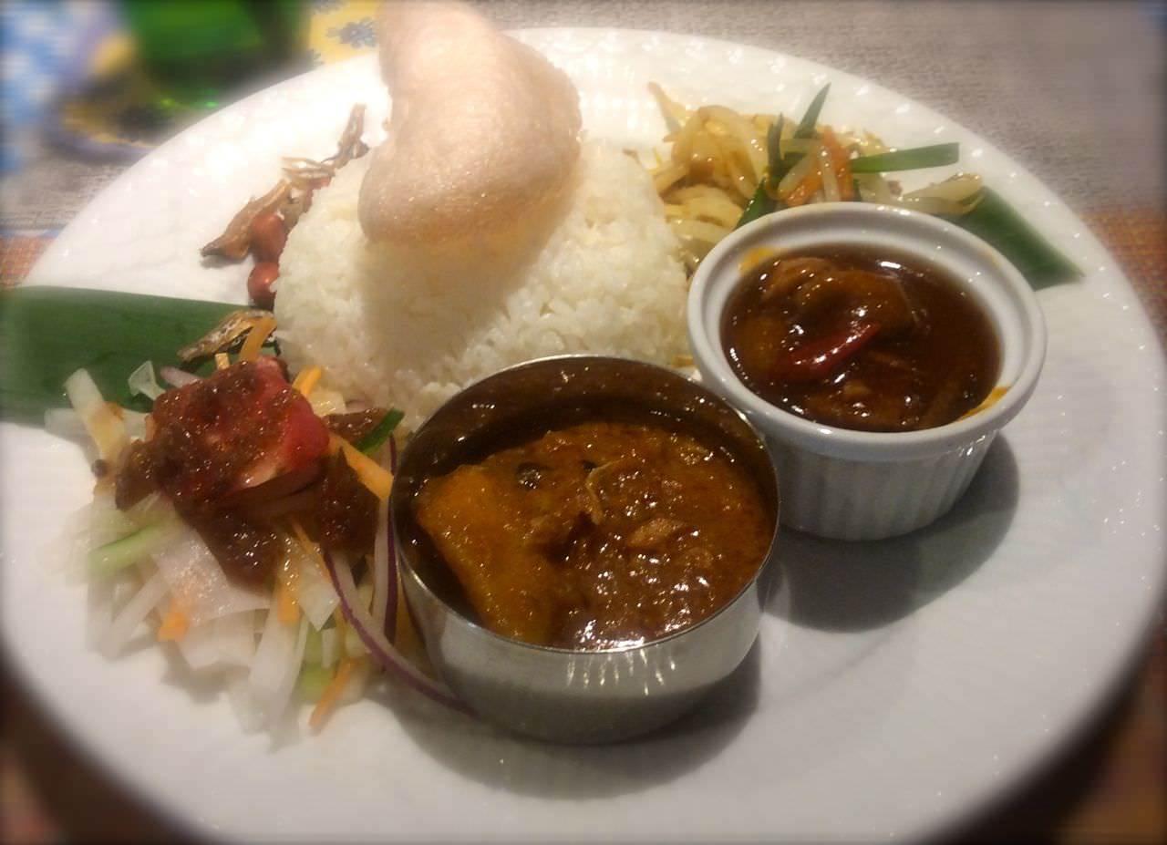 アジアンラサプレート。一皿で、マレーシアの味を満喫できます!