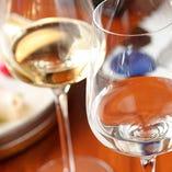 国産とイタリア産にこだわるワインや、全国から取り寄せる日本酒