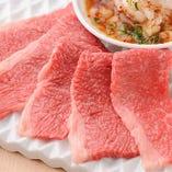 霜降り肉をさらに熟成させ、芳醇な肉の旨みを味わえます