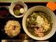 温かいお汁の茶そばと季節炊込みご飯、ミニ白玉甘味付きセット