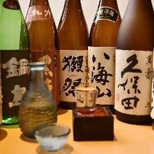 季節酒や全国の地酒を約30種類常備