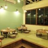 琉球畳を使用したお座敷席。お子さま連れのお客さまにも人気です。