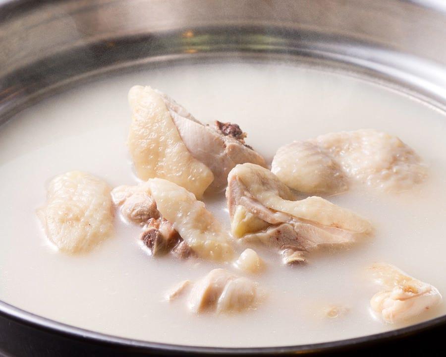伝統の味 水炊きを、どうぞ