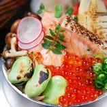 鮭ハラスとイクラの釜飯