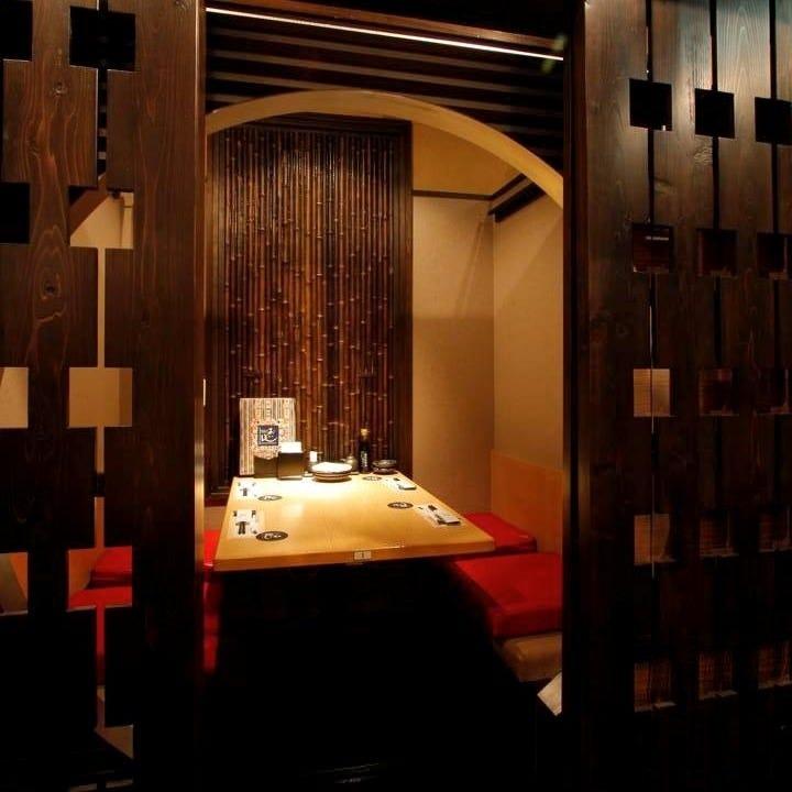 2~4名様でのご利用に◎ラグジュアリーな雰囲気が漂う個室も完備