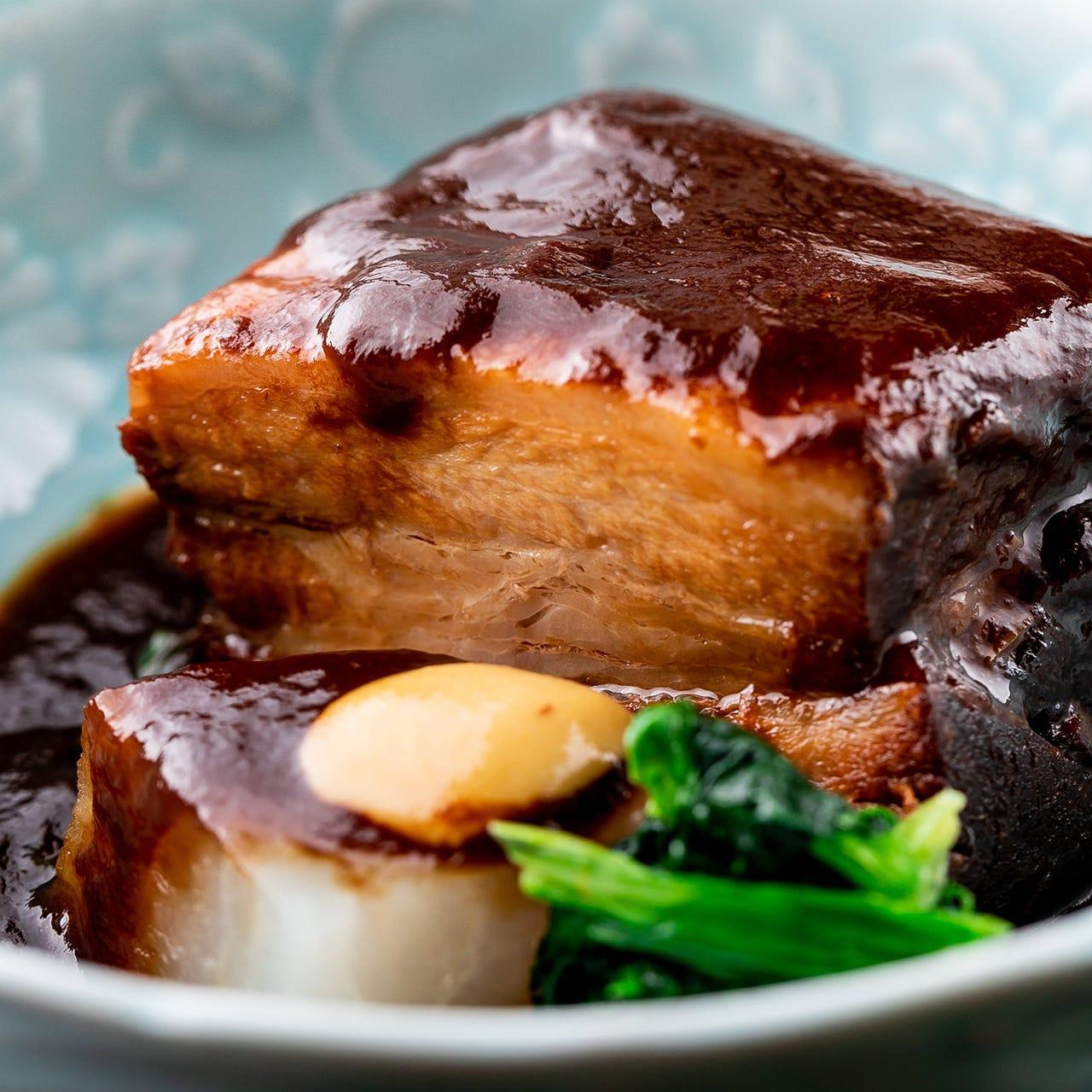 特製味噌仕立ての『豚の角煮』はトロトロになるまで煮込んだ逸品