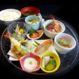 【昼限定!】『花籠御膳』9種の豪華お惣菜♪(10名様以上で要予約)