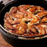 六白黒豚の鉄鍋餃子