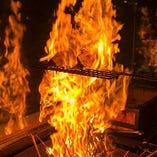 藁の香りがたまらないっ!当店自慢メニューの藁焼き