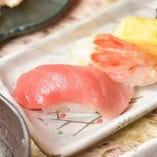 【寿司】 三崎市場から仕入れる新鮮魚介を使用した寿司ネタ