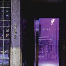 【ネオンが光る酒場】