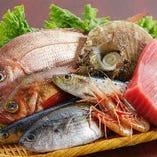 毎朝店主が自ら厳選した新鮮な鮮魚は築地直送!