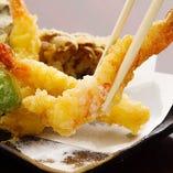 薄衣でさくっと揚げた当店自慢の天ぷらはいくらでも食べられるほど胃もたれしません♪