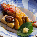 【料亭で培った職人技】 店主自慢の季節魚の煮付けは必食!